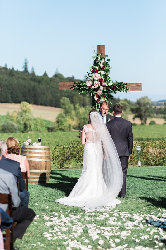 Oregon Wedding florist, wedding cross